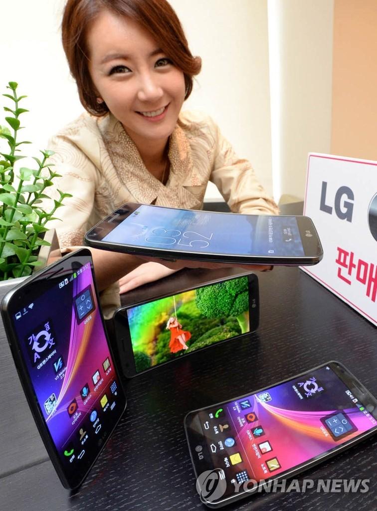 LG G Plex曲屏手机12日开售
