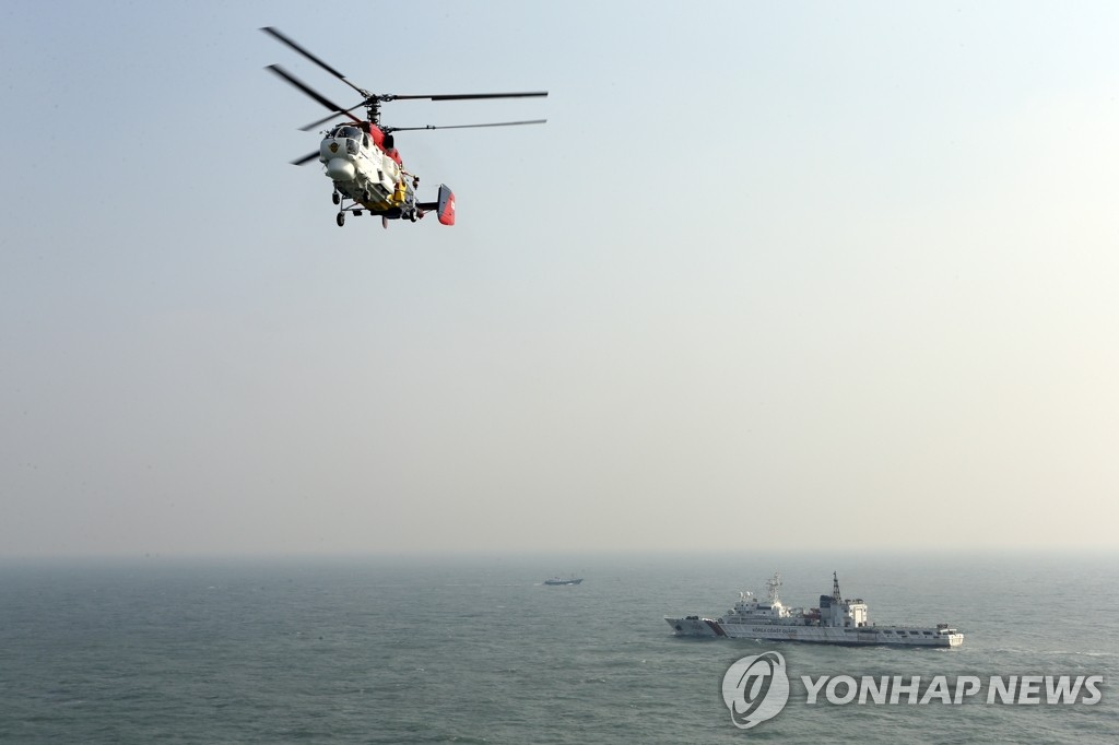 韩中在暂定措施水域联合巡逻 发现19艘中国渔船掩船名