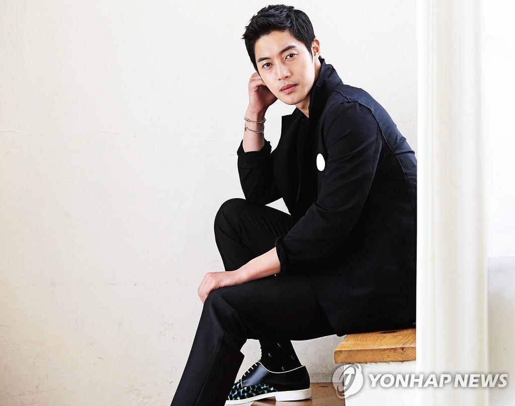 《感激时代》男主演金贤重