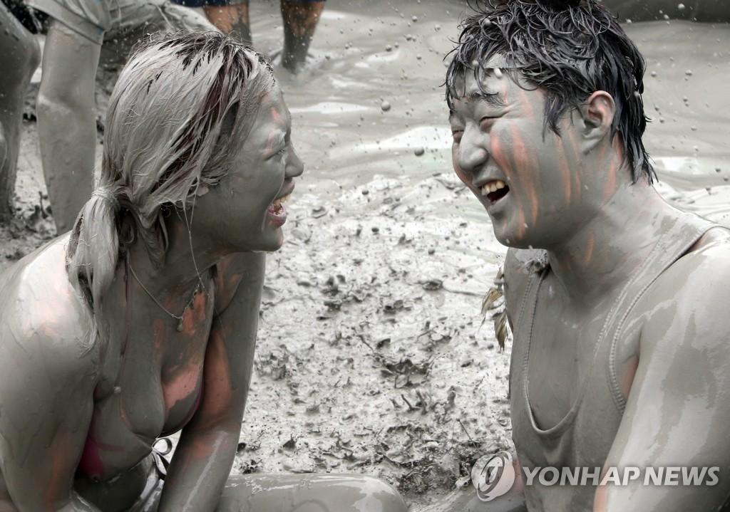 韩国保宁美容泥浆节开幕