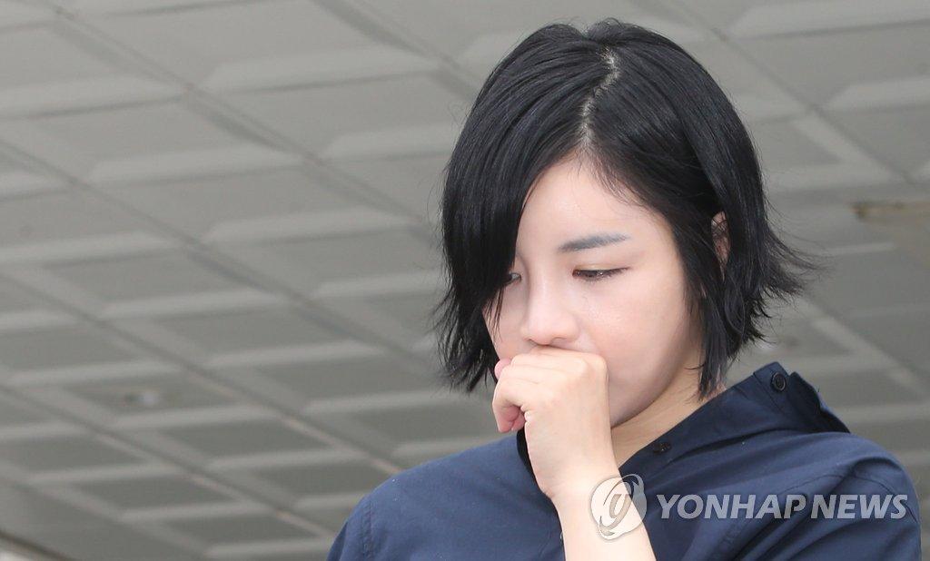 资料图片:涉嫌吸毒的艺人Amy出庭受审,图片摄于2014年。 韩联社