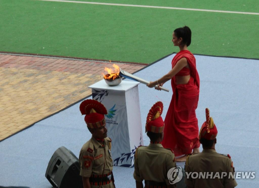 仁川亚运会圣火在印度点燃