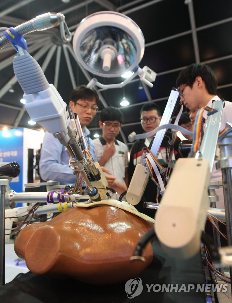 腹腔镜微创手术机器人