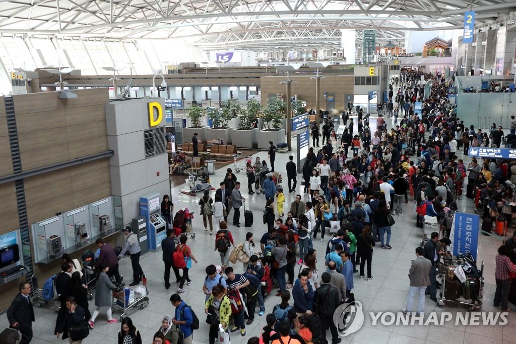 中国游客踏上回国之路