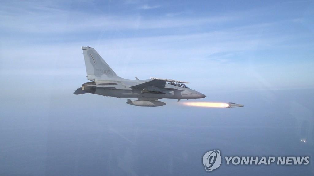 韩空军实施FA-50战机实弹射击训练