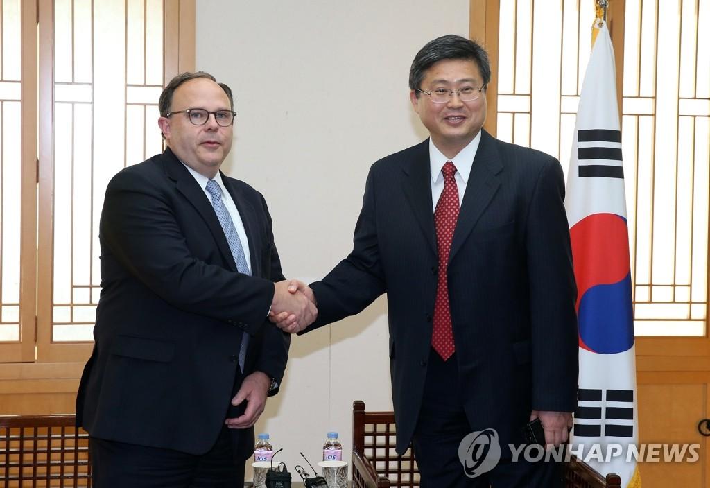 韩外交部官员会见美六方会谈特使