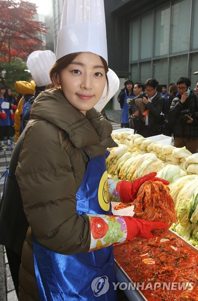 韩智慧亲自腌制泡菜