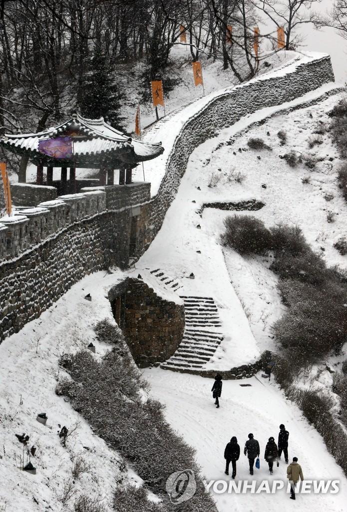 雪中的公山城