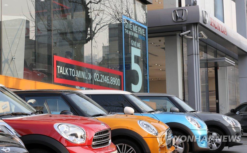 资料图片:位于首尔瑞草区的进口车专卖店 韩联社