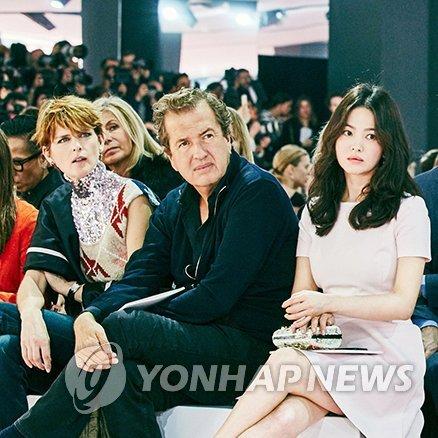 宋慧乔宋仲基携手回归荧屏 出演新剧《太阳的后裔》