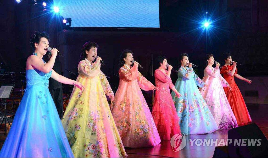 平壤人民剧场举行大型文艺演出