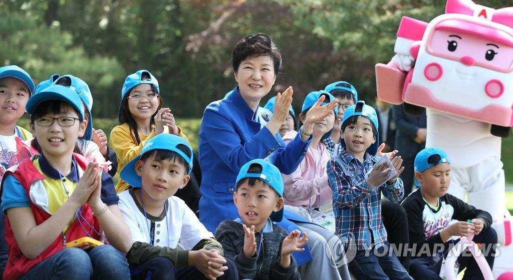朴槿惠儿童节寄语:望孩子们成长为国家的宝贝