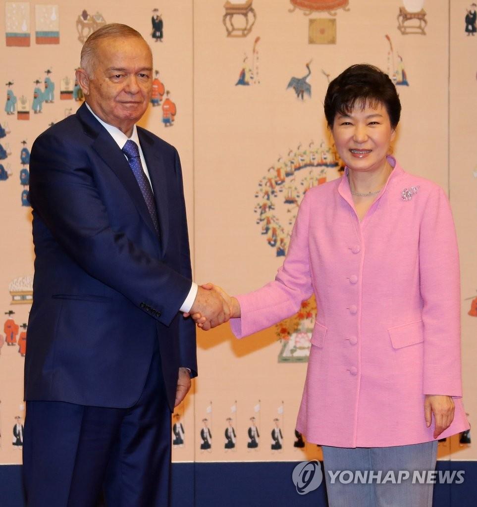 朴槿会会见乌兹别克斯坦总统卡里莫夫