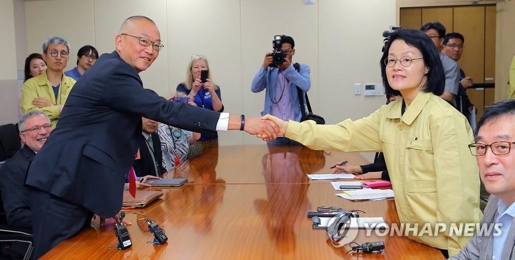 韩卫生部门高官会见世卫组织助理总干事