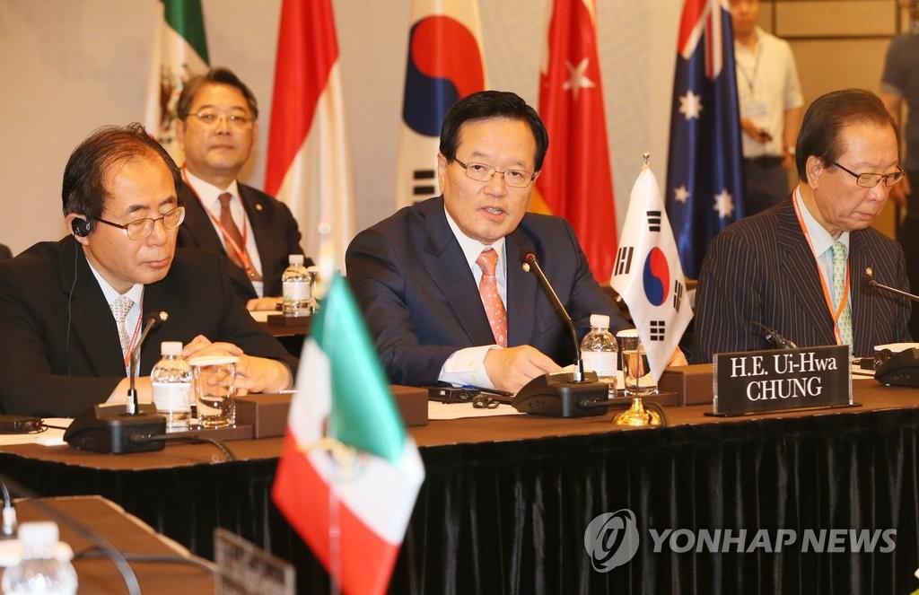 韩国会议长:中等强国合作体应为世界和平发挥主导作用