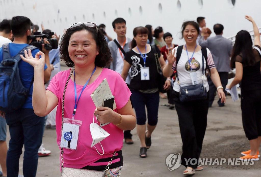 中国游客乘邮轮抵韩