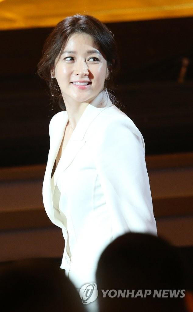 李英爱任韩国小姐评委