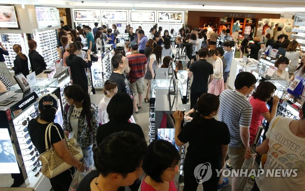 韩MERS疫情基本平息 免税店内挤满外国游客
