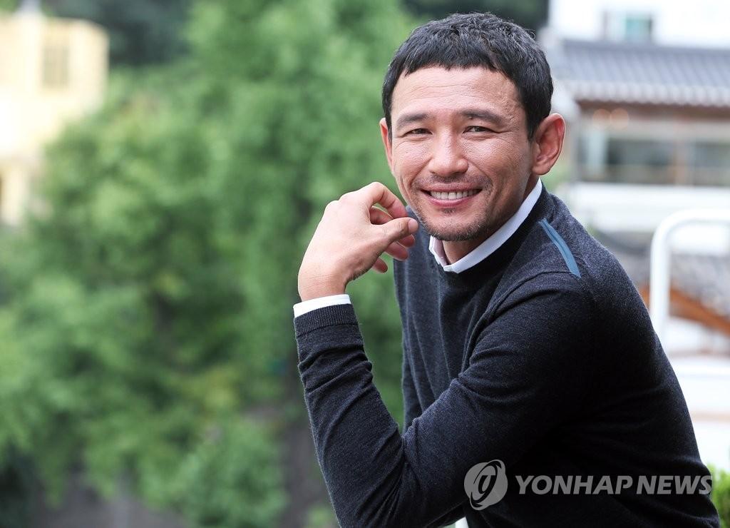 《老手》连续26天领跑韩国票房榜 观影人数破千万 - 2