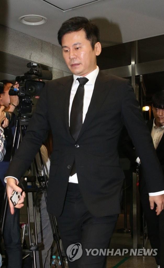 YG娱乐总裁梁铉锡吊唁李孟熙