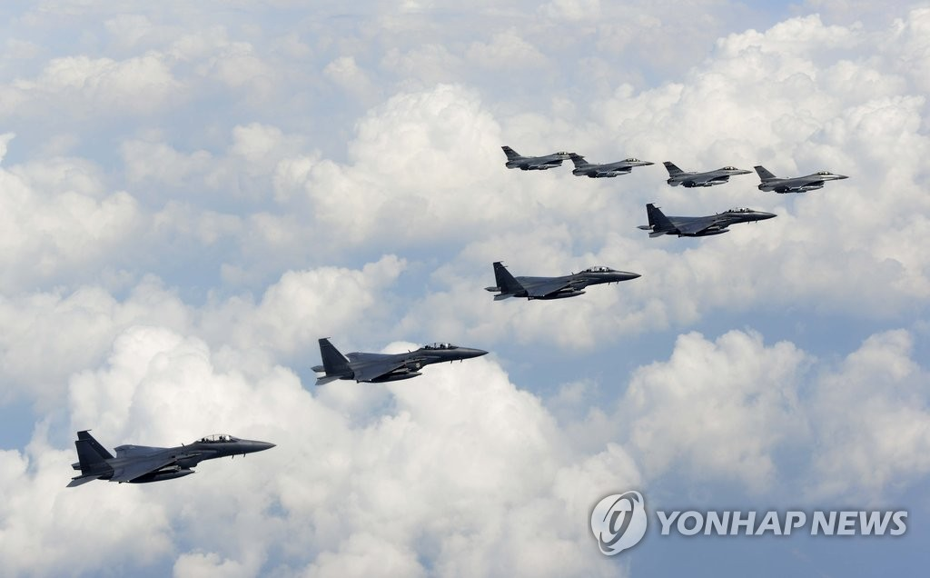 """韩美针对朝鲜进行""""示威飞行"""""""