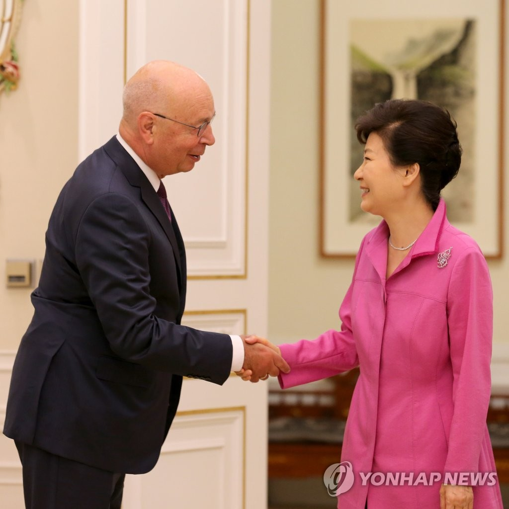 朴槿会会见世界经济论坛主席施瓦布