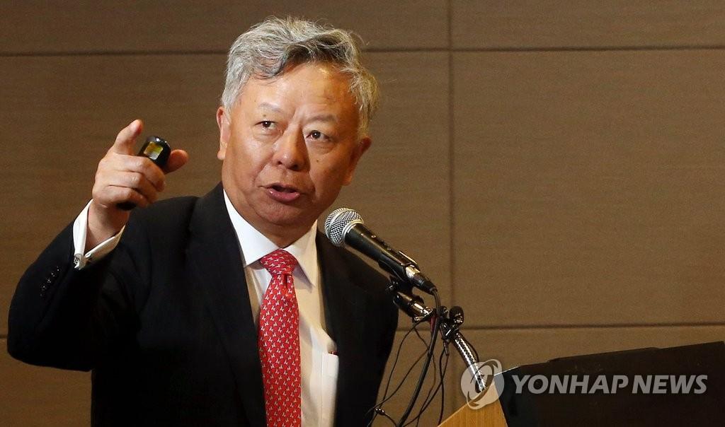 金立群为韩财经界人士做演讲