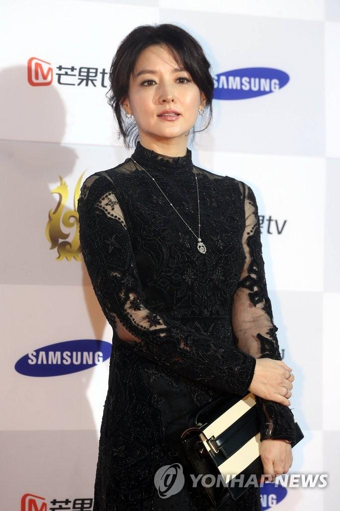 李英爱亮相首尔电视节