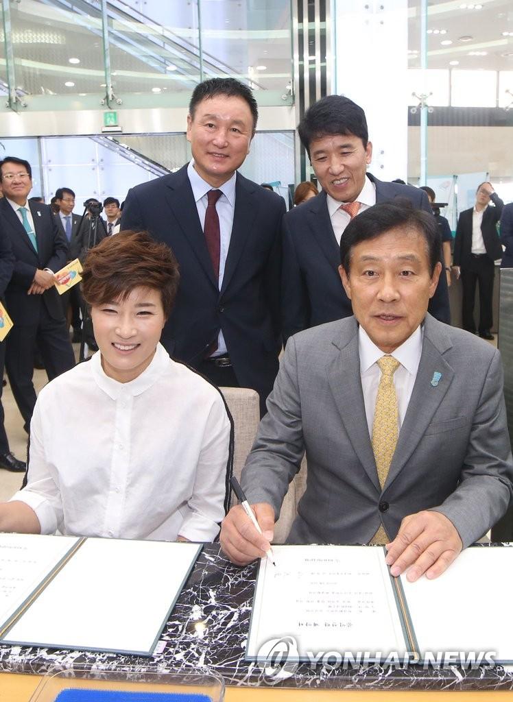 韩各界著名人士加盟青年希望基金