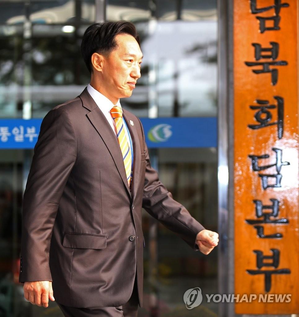 韩高官为韩朝离散家属团聚活动启程