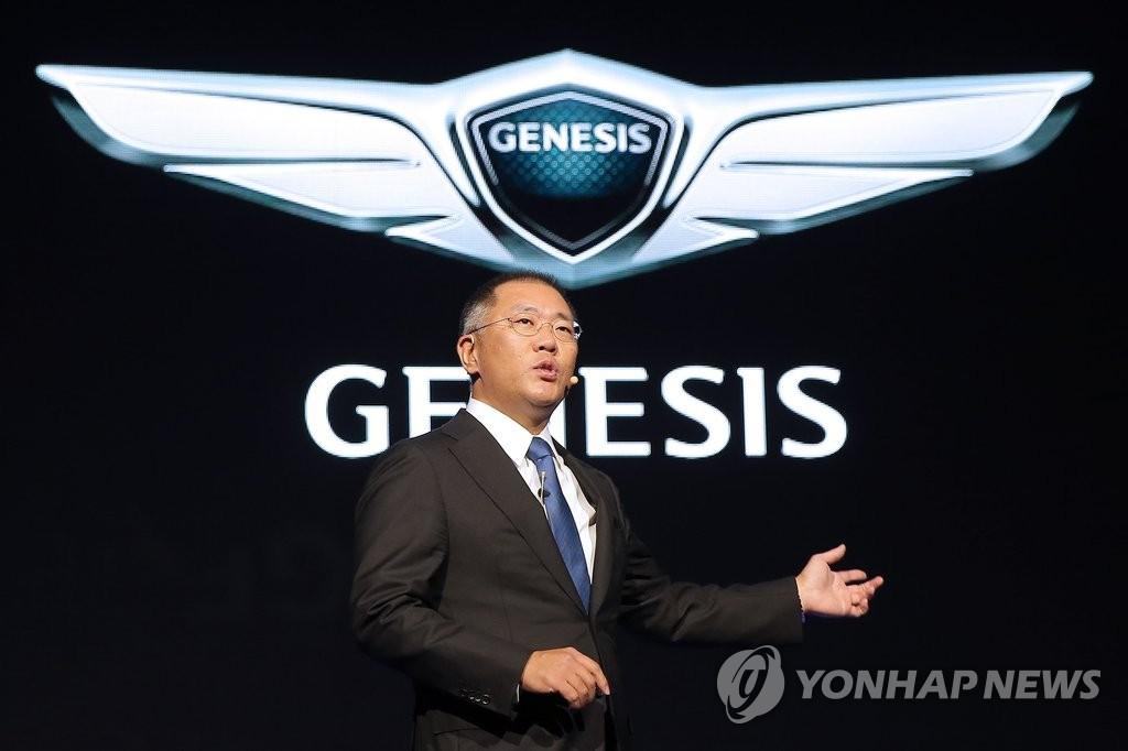 资料图片:时任现代汽车副会长郑义宣亲自发布捷尼赛思品牌。 韩联社