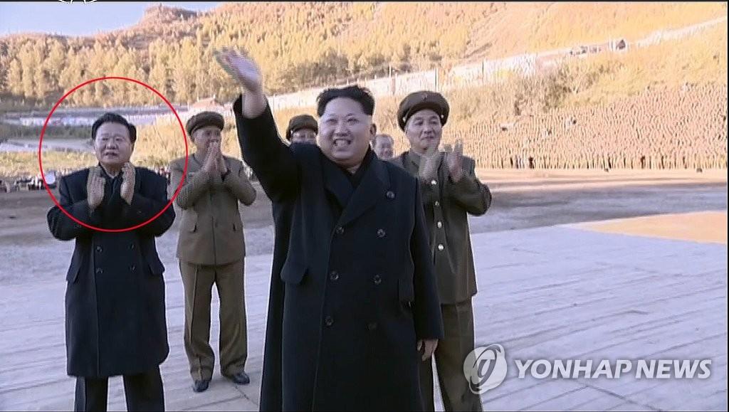 崔龙海现身朝鲜纪录片