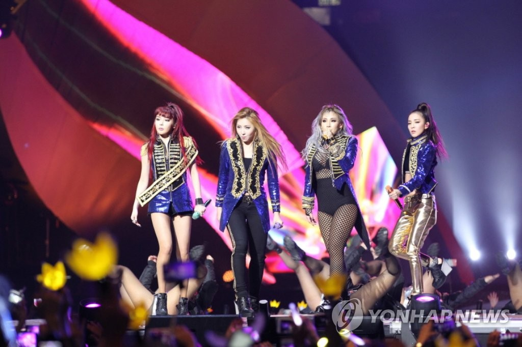 2NE1献唱2015MAMA