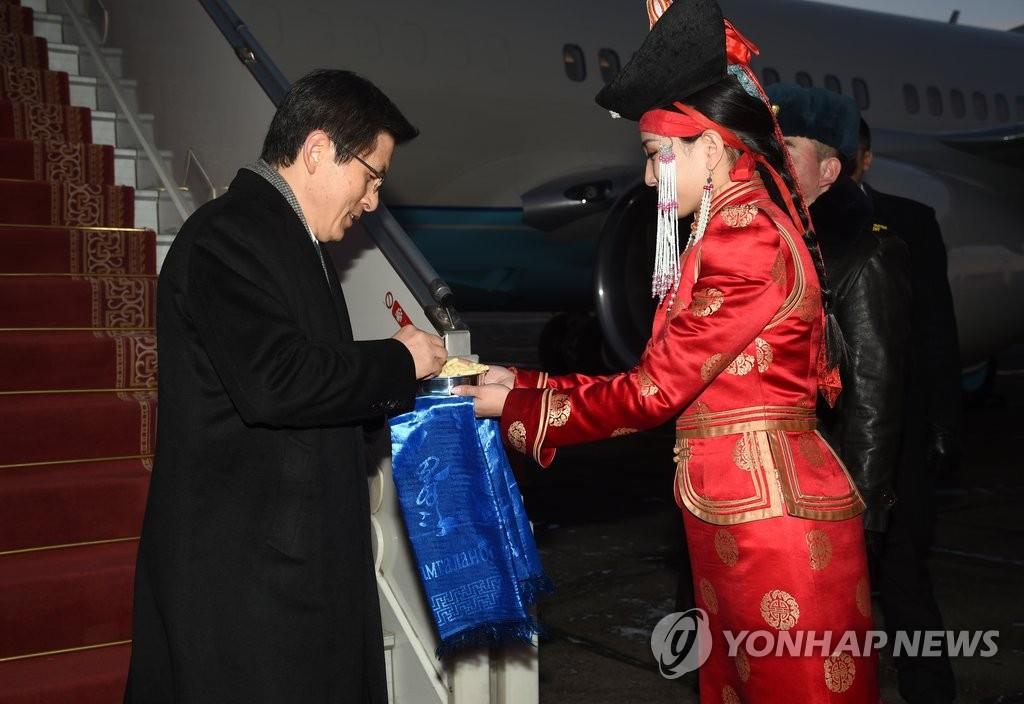 韩总理抵达蒙古开始正式访问