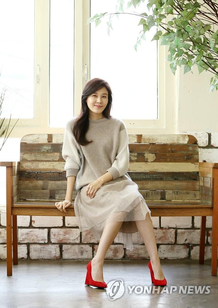 韩国女演员金荷娜