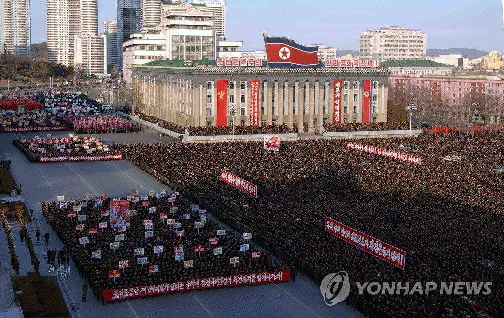 朝民众聚集广场 誓言贯彻金正恩新年讲话
