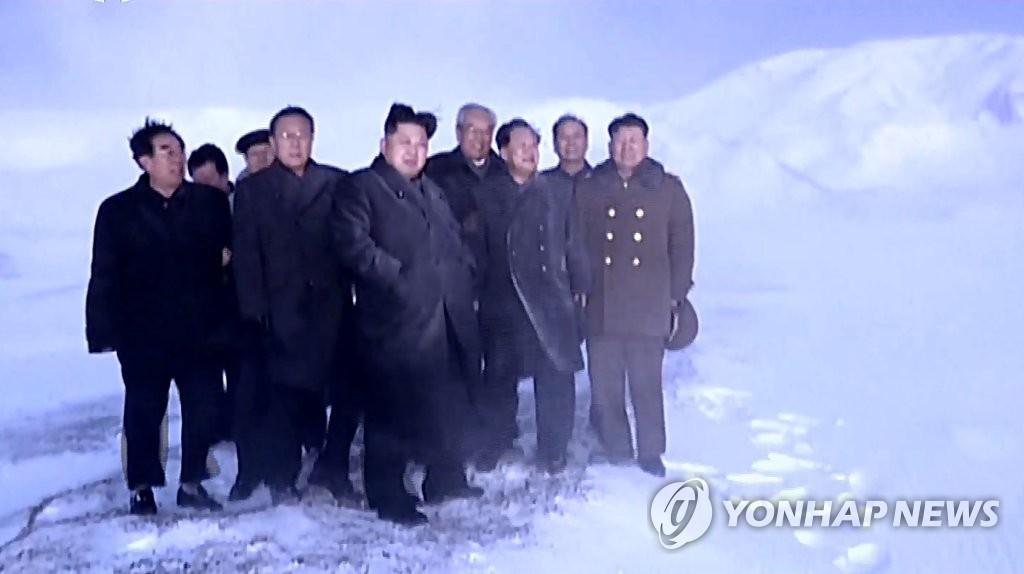 金正恩表彰核试参与科技人员 强调加强核武装力量