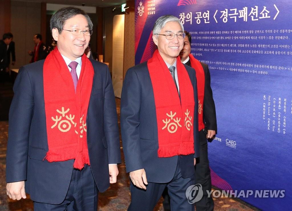 中国驻韩大使邱国洪和仁川市长刘正福