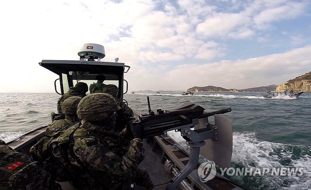 韩军海上射击演练