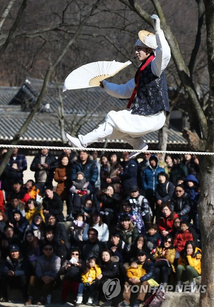 传统技艺走绳表演