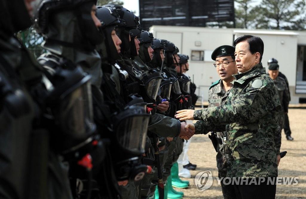 韩海军举行海上机动演习 防朝鲜运输杀伤性武器