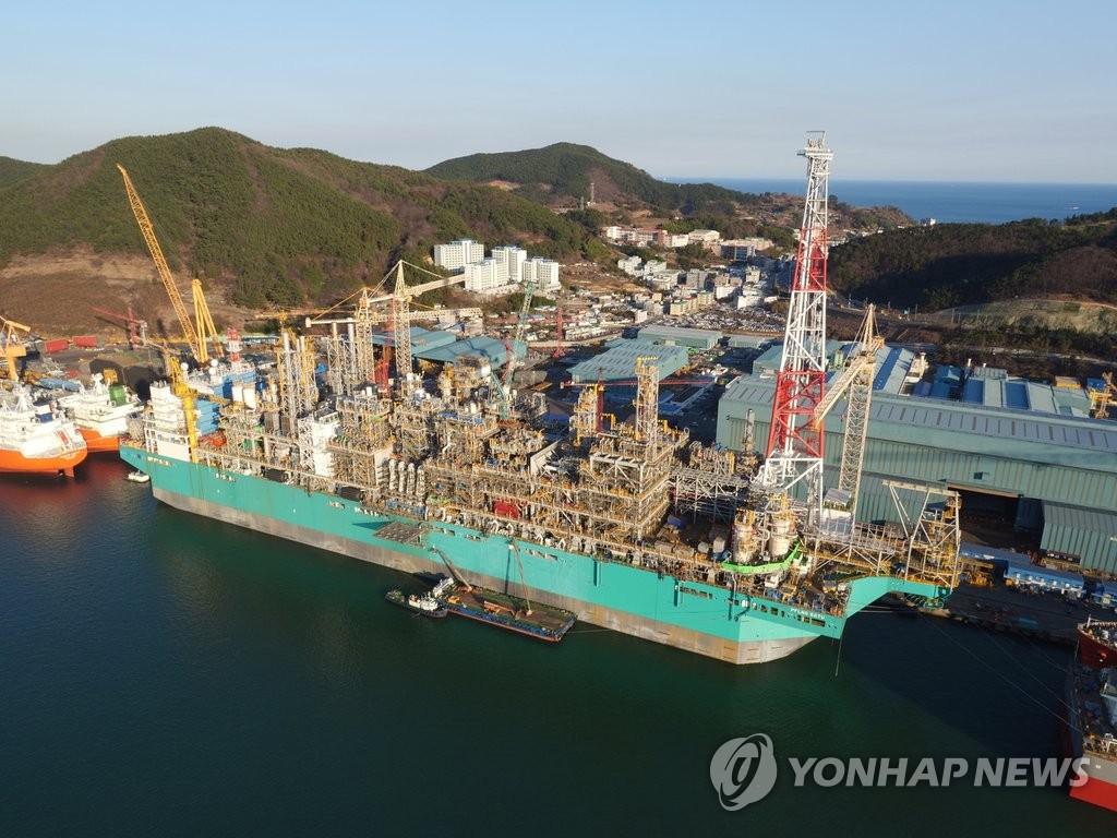 """全球首座""""海上LNG工厂"""""""