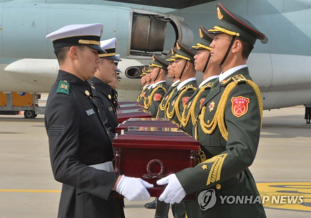 36具中国志愿军遗骸踏上归家之路