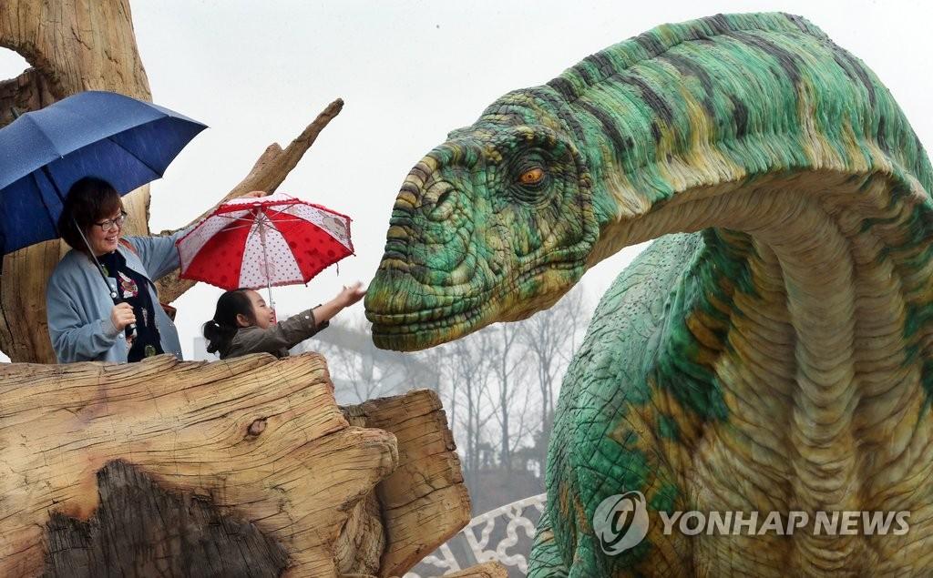2016韩国固城恐龙博览会开幕十天累计游客破十万