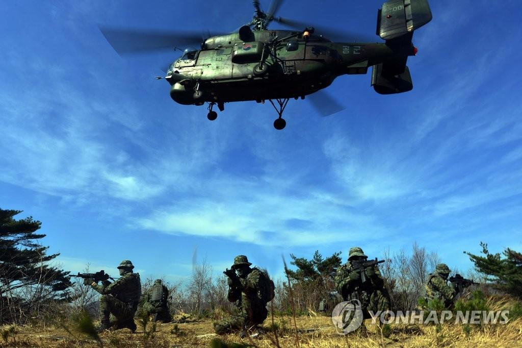 韩空军实施搜救演练