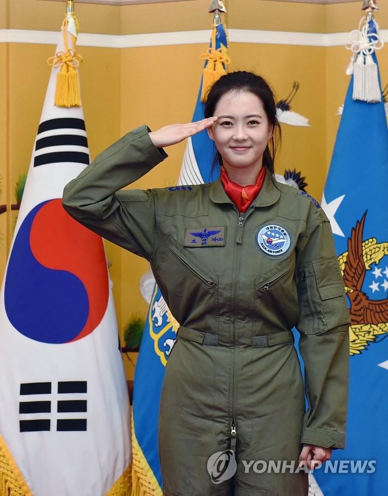 高雅拉出任空军宣传大使