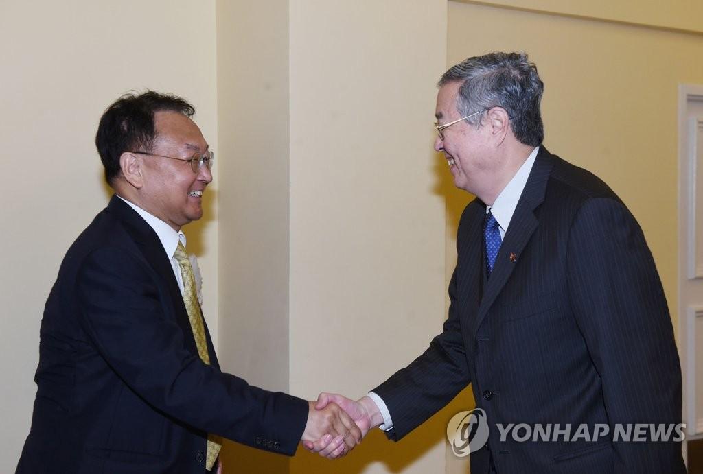韩财长会见中国央行行长周小川