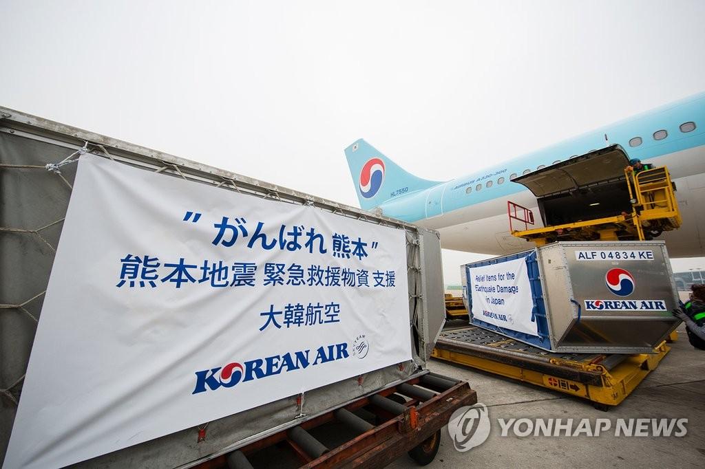 大韩航空为日本震灾区捐赠矿泉水