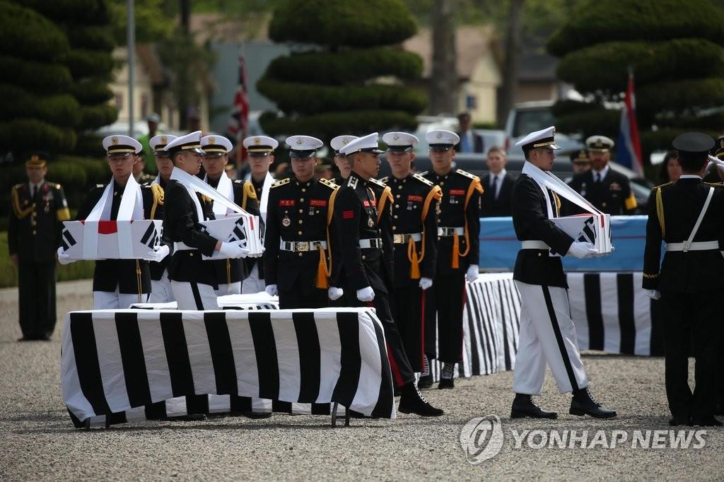 韩美交换韩国战争时阵亡的军人遗骸