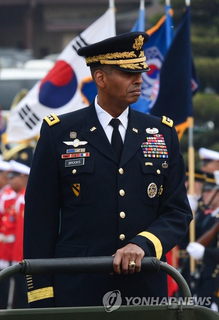 新任驻韩美军司令就职